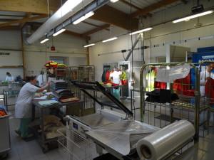 Blanchisserie industrielle entreprise et particulier Lancheneil à 15 minutes de Laval en Mayenne, nettoyage vêtements de travail, haute visibilité, linge plat, draps, couettes etc..