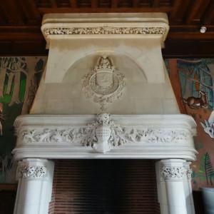 Cheminée de la deuxième salle du Château de lancheneil