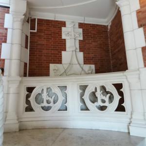 Haut d'escalier d'honneur aux initiales de Lancheneil