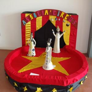 """Le cirque en partenariat avec le centre d'activité de jour """"Les charmilles"""" et l'atelier terre du foyer Oasis association Lancheneil"""