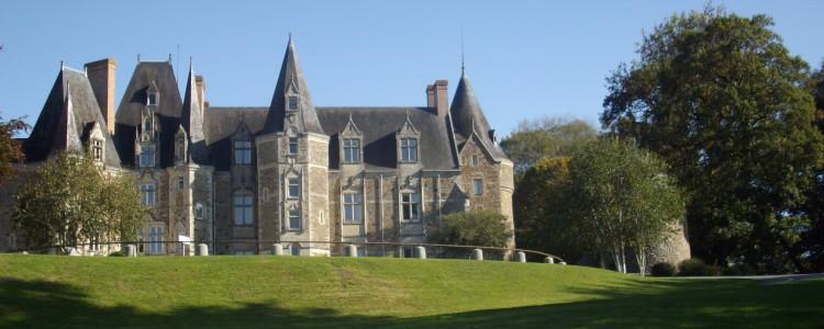 Location du château de Lancheneil à 15 minutes de Laval en Mayenne