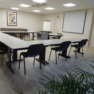 Location de salle pour séminaire ou formation de 8 à 30 personnes à 10 minutes de Laval au Château de Lancheneil en Mayenne 53.
